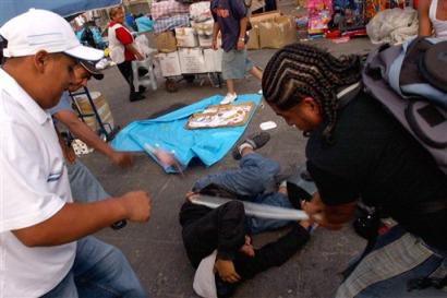 http://www.dismalworld.com/im/violence/1968-massacre-in-mexico-city.jpg
